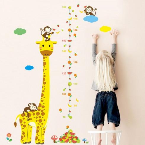 Samolepka na stenu - meter pre deti Žirafa